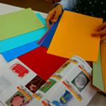 色を決め、紙を選ぶ